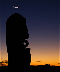 Night falls (Leenda K) Tags: sculpture twilight crescentmoon bajoelsoljaguar leendak brokenhillnsw
