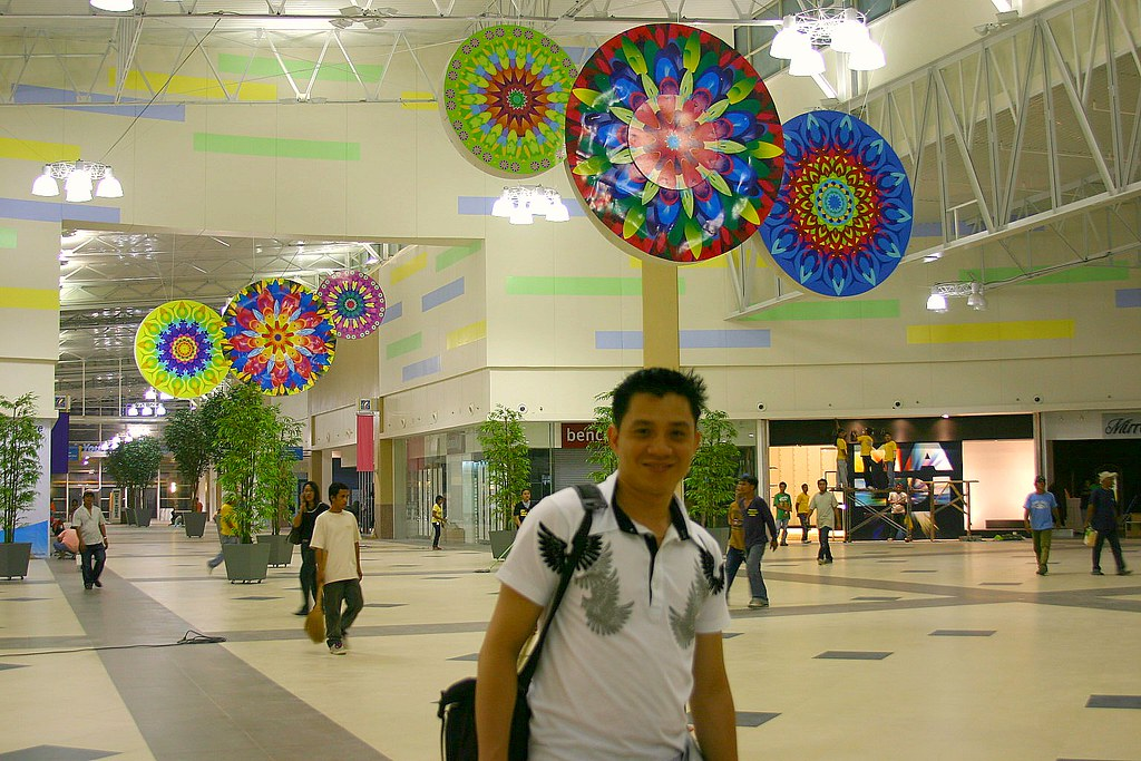 GenSan News Online Resident Photographer at the center of Robinsons Place GenSan Atrium
