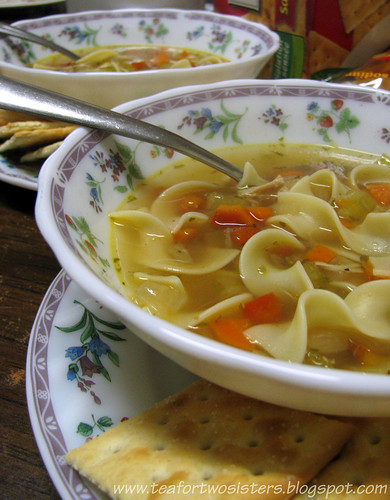 Chicken noodle soup with crackers