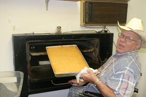 Garland makes an anniversary cake