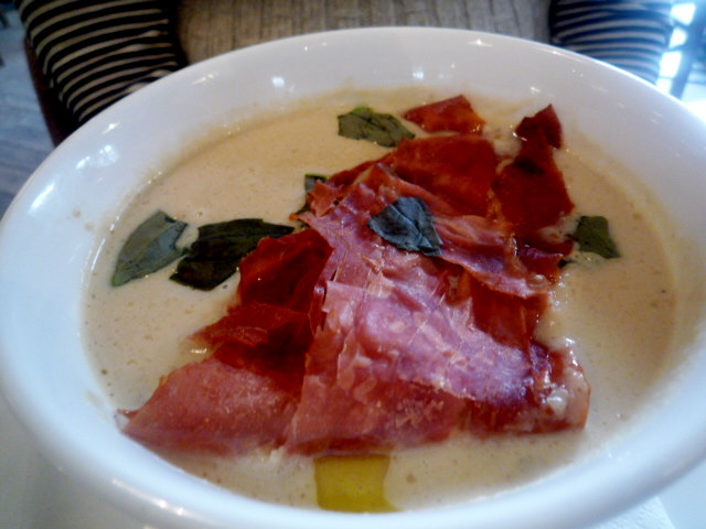 Cream of cauliflower soup with crispy prosciutto
