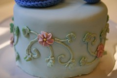Top tier piping on baby shower cake