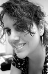 (aNi, aNi, aNi...) Tags: portrait blackandwhite woman white selfportrait black blancoynegro blanco me girl smile mujer chica retrato yo negro autoretrato sonrisa ani i anianiani anieneltrabajo aniatwork