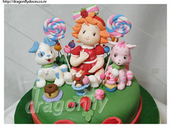 Baby Strawberry Shortcake / Moranguinho Baby (Dragonfly Doces) Tags: dog baby cake cat strawberry gato cachorro sweets bolo custard lollipop doces pirulito shortcake pudim docinhos moranguinho rocambole pupcake