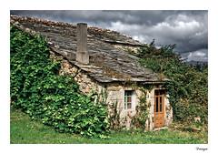 La casita de Gretel (Javier Rosano   Un poquito de fotografa) Tags: canon galicia tamron lugo cabaa pizarra cokin alfoz 18250 450d 121s castrodeouro