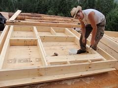Nicolas construit une boite-mur avec une fenêtre