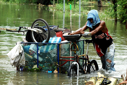Coping with floodwaters, by IRRI images