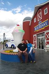 September 25, 2009 (Liliang) Tags: vacation shop museum southdakota capital cream roadtrip iowa sd icecream lemars bluebunny capitaloftheworld