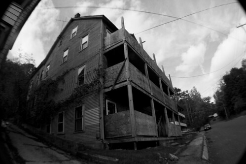 shittyhouse by tysonluneau