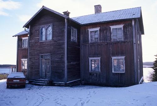 Ett hus jag blev överväldigat förälskade  i då jag arbetade med byggnadsinventering inför en försäljning. Året var 1996 och platsen Alsen i Jämtland. Vad som hänt med huset vet jag inte men jag kan fortfarande drömma om det.