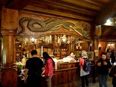 photo -  Green Dragon Inn, The Shire (Jassy-50) Tags: photo hobbiton hinuera northisland newzealand theshire lordoftherings lotr thehobbit movieset movie hobbit shire greendragoninn inn pub bar interior restaurant