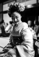 Mamefuji (Rekishi no Tabi) Tags: mamefuji maiko apprenticegeisha apprenticegeiko gion gionkobu kyoto japan geiko geisha monochrome sony