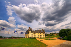 Chateau d'Amboise (Pepeketua) Tags: blue cloud france green castle yellow photoshop canon flag sigma valley chateau 1020mm nuage loire hdr amboise 10mm vallee 400d dphdr platinumpeaceaward