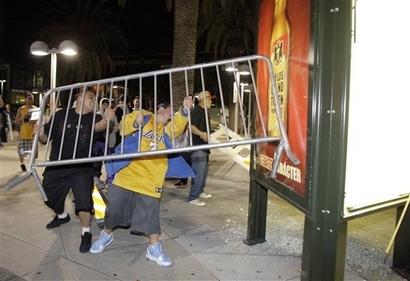 Lakers fans 5