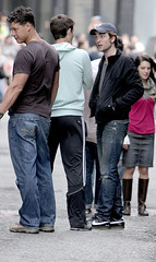 robert pattinson film set 220609 (MandYvonne Love Robert) Tags: ca baseballhat jeans actor denim paparazzi british rippedjeans blackjacket brownhair nikesneakers