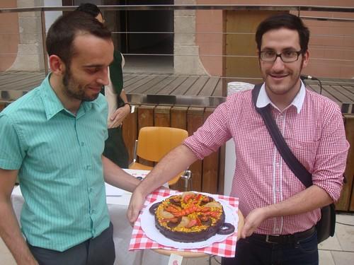 Marc y Pedro con su paella