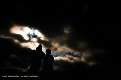silhouettes (LiveRasol) Tags: friends light photoshop canon dark photography photographer duo silhouettes ciel persons lightroom moodatmosphere eos40 liverasoloarison