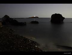 Cala Flores (Cani Mancebo) Tags: longexposure sea summer beach mar spain nightshot playa murcia verano nocturna strong moonlight cartagena roca nigth cabodepalos largaexposicin calaflores canimancebo spacanimancebo