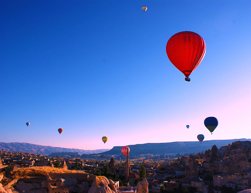 Hot-Air Balloons Over Goreme por PurpleAlma.