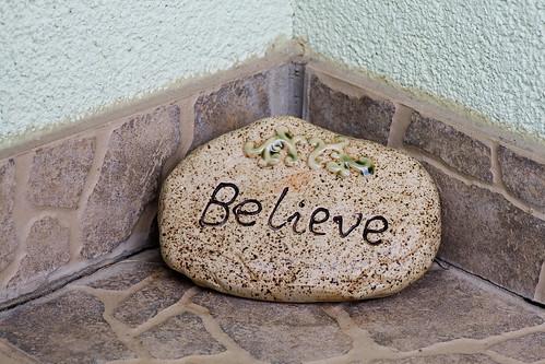 """""""believe"""" vor der haustür"""