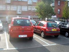 Opel Meriva et Renault Clio rouges (gueguette80 ... non voyant pour une dure indte) Tags: red cars clio renault autos opel meriva paire rouges redcars paires franaises