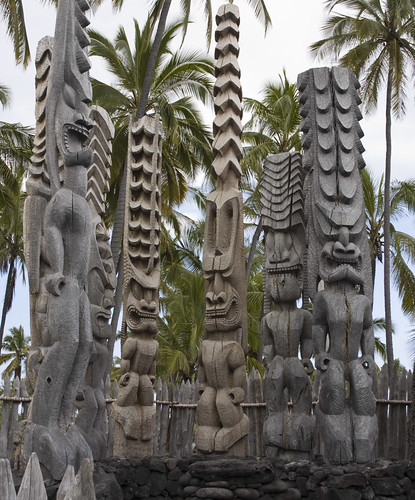 A group of Ki'i