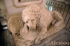 The lion of Leon: tombstone of Ruben Dario, poet (Ale*) Tags: church monument america poetry poem cathedral monumento lion ale catedral honor chiesa leon poet nicaragua poesia marble leone neruda centralamerica cattedrale dario poeta rubendario marmo centroamerica matagalpa garcialorca onore americacentral americacentrale metapa