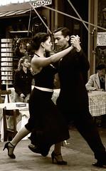 Tango-Show (sergiopacussich) Tags: blanco argentina sergio de edificios y buenos aires capital negro group ciudad autonoma federal 2009 calles panetone pacussich
