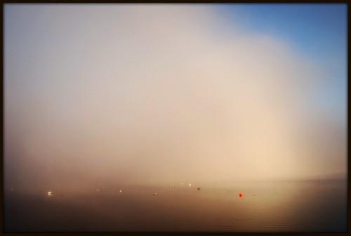 Brume de lac sur soleil levant...
