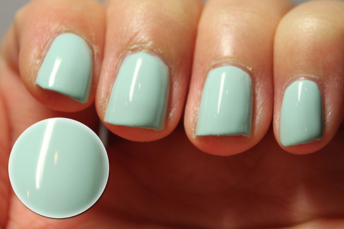 Essie Mint Candy Apple (1/2)
