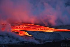1000 Degrees C (Willie Huang Photo) Tags: hawaii bigisland lava oceanentry 61g kamokuna volcanonationalpark volcano kilauea magma twilight bluehour landscape nature scenic sunrise