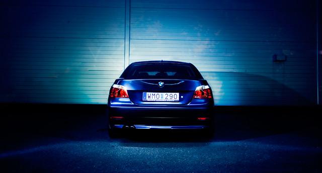 lighting blue cars car wall germany flash bmw 530 striplight striplighting strobist