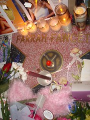 Farrah Fawcett Memorial (Jim in Hollywood) Tags: memorial hollywood boulevard walk fame farrah fawcett shrine star remembrance flowers wreath poems letters love outpouring emotion grief pinup poster girl charlies angels burning bed