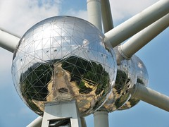 No!!! This is not a metal bee! It's a part from the Atomium. (Johnny Cooman) Tags: reflection landscape belgium belgique belgi bruxelles brussel bel atomium aaa landschap belgien blgica reflectie belgia  canons5 omeuolhar platinumpeaceaward worldexpo1958belgium