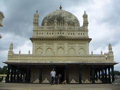 The Gumbaz (photo.j) Tags: empire mysore tipusultan srirangapattana tippusultan islamicempire indiankingdomofmysore