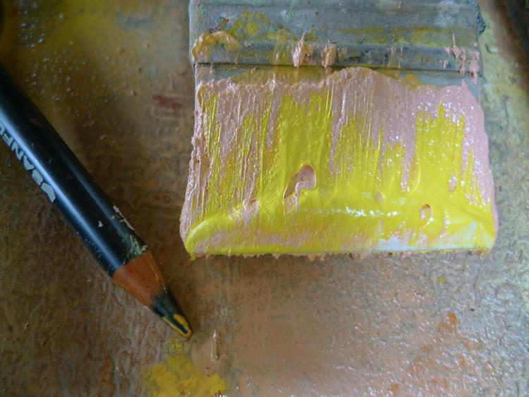 pink/yellow brush/pencil