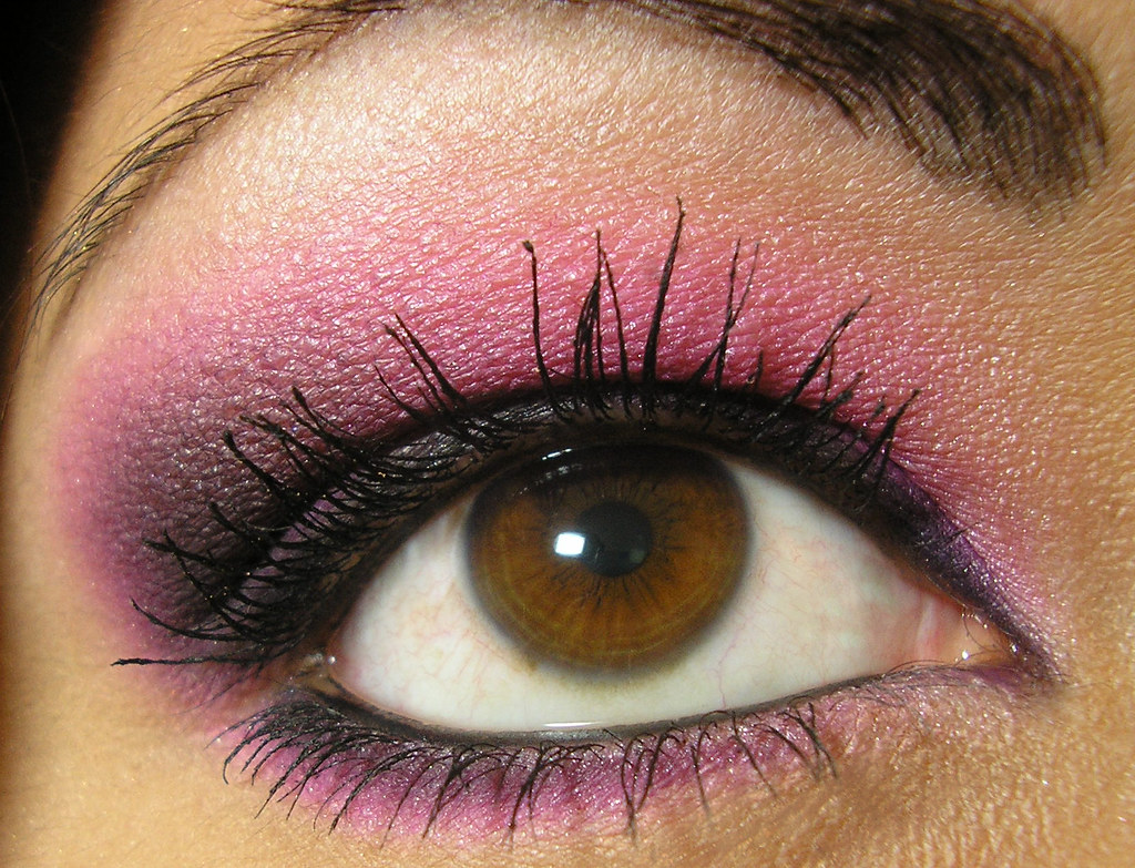 Hot Pink & Black Smoky Eye Closeup