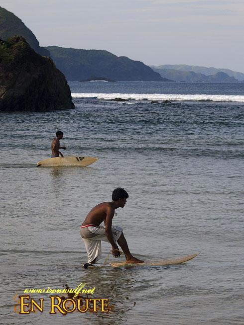 Puraran Beach Securing the Surf