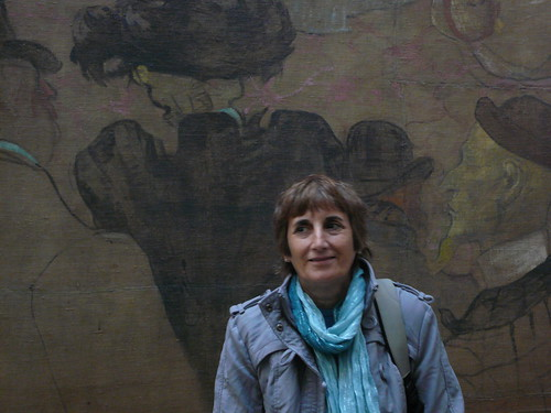 Mom in a Toulouse-Lautrec background at Musée d'Orsay