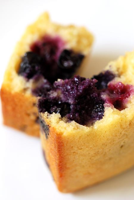 Blueberry Semolina Yoghurt Cakes© by Haalo