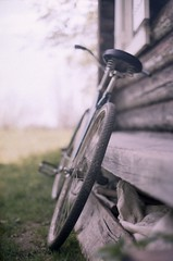 (payalnic) Tags: stilllife bike bicycle village  zenitttl  kodakprofoto100 zenitarm1750