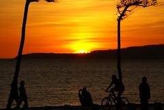 Spanish Sunset (mauricio graiki) Tags: summer people sun sol praia beach nature bike del happy fire spring do tramonto awesome bonito bicicleta playa tourist puesta fogo ocaso por oceano atlantico bello flickraward
