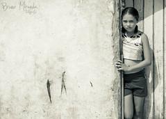 Na porta (MIRANDA, Bruno) Tags: brasil pb garota par socaetanodeodivelas brunomiranda