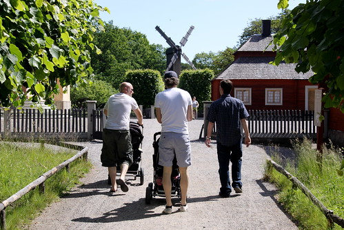 The New York Times features an in-depth look at paternity leave in Sweden: