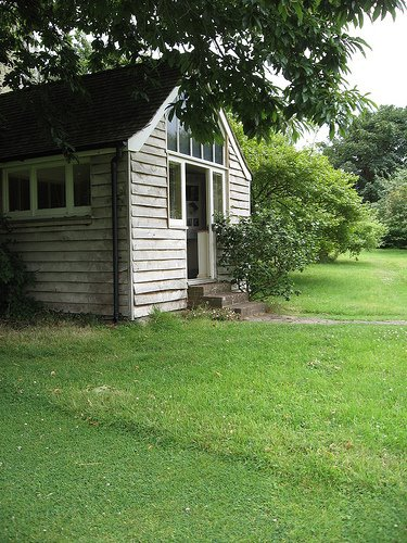 Virgina Woolf's garden office
