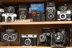Made in USSR (Lucille Kanzawa) Tags: stpetersburg russia mercado markt oldcameras câmeras rússia madeinussr sãopetersburgo câmerasantigas