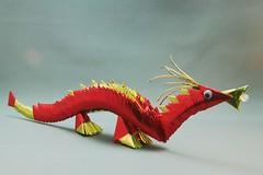 Dragão vermelho em origami 3D