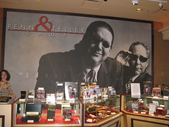 Penn & Teller shop outside the Penn & Teller T...