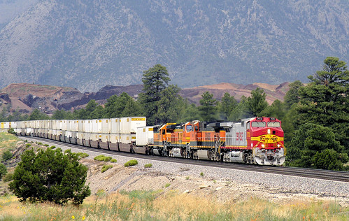 jb hunt intermodal train eastbound led by ge c44 9w 4400 horsepower locomotive 773