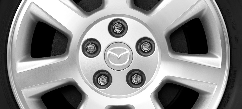 Mazda Trubute 16-inch, 7-spoke alloy wheels